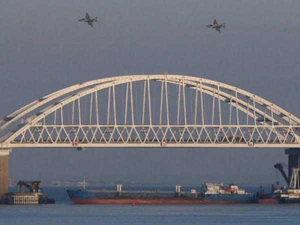 Lenh thiet quan luat cua Ukraine khong de doa ban dao Crimea hinh anh 1