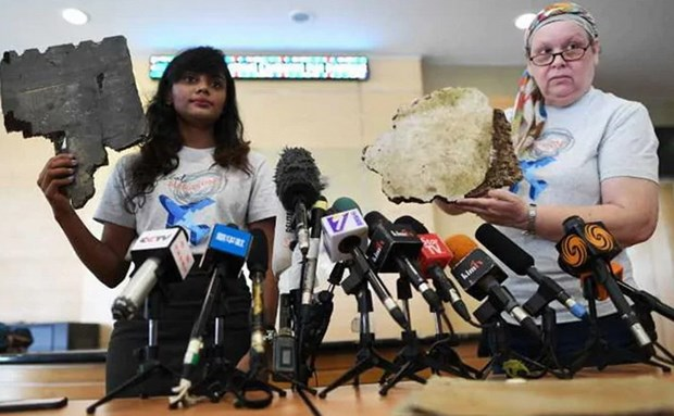 Nhung manh vo moi tim thay duoc cho la tu may bay MH370 xau so hinh anh 1