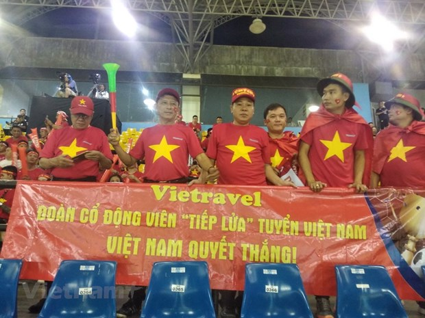 Cung Vietravel sang Malaysia 'tiep lua' cho doi tuyen Viet Nam hinh anh 1