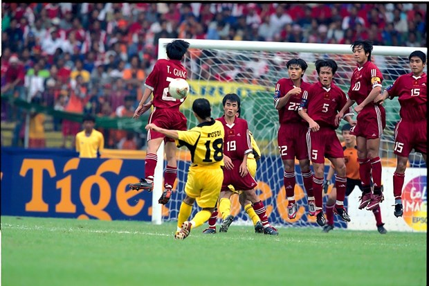 Nhin lai 4 tran 'kinh dien' giua Viet Nam va Malaysia tai AFF Cup hinh anh 2