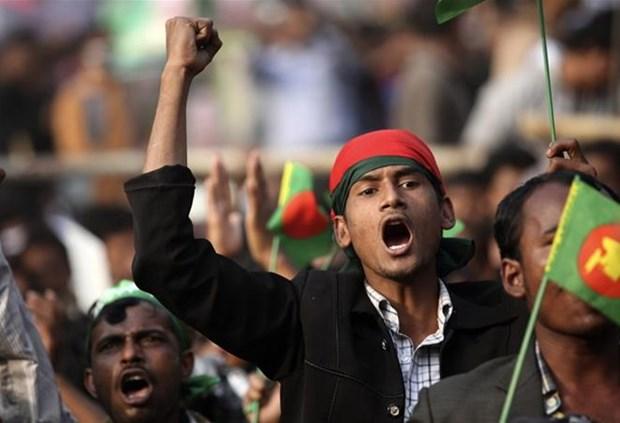 Bangladesh: Bao luc truoc tong tuyen cu, hon 100 nguoi thuong vong hinh anh 1