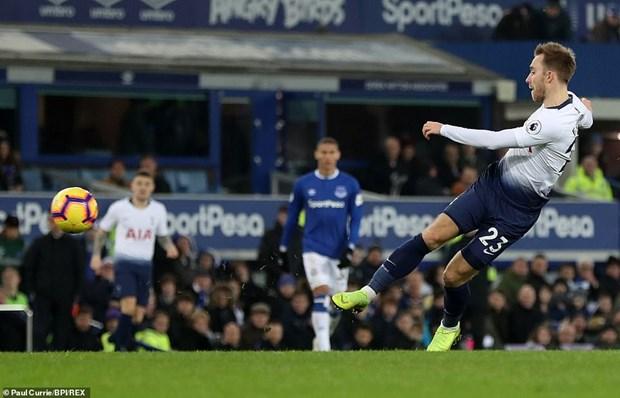 Tottenham 'pha hoi nong' vao Manchester City sau man huy diet hinh anh 6