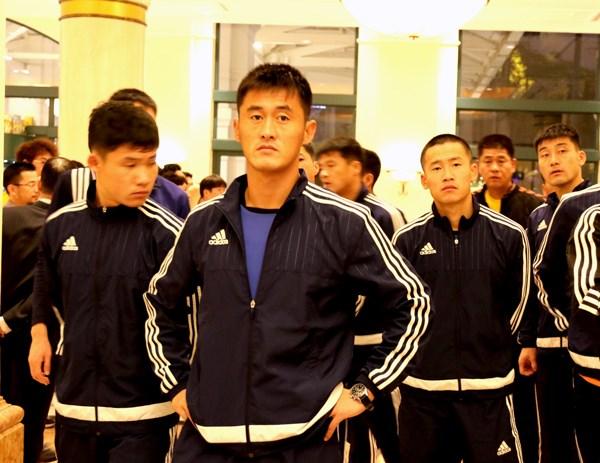Tuyen Trieu Tien dat chan toi Ha Noi, san sang 'thu lua' voi Viet Nam hinh anh 1
