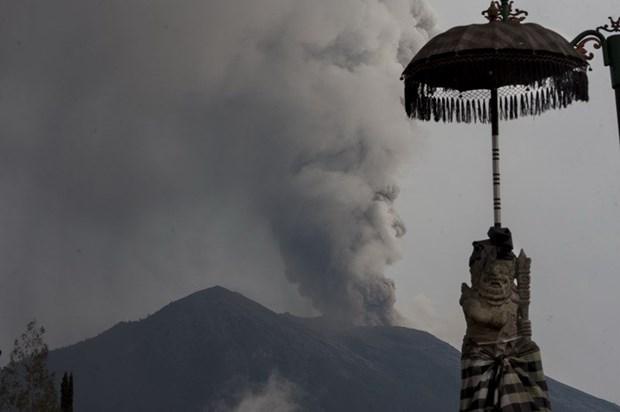 Indonesia: Nui lua Agung tren dao Bali phun trao keo dai 3 phut hinh anh 1