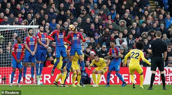 Kante toa sang, Chelsea 'pha hoi nong' vao top 3 Premier League hinh anh 7