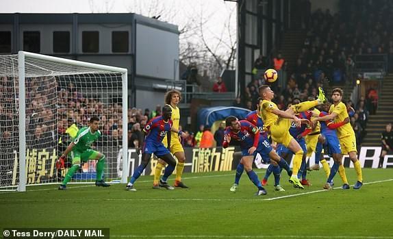 Kante toa sang, Chelsea 'pha hoi nong' vao top 3 Premier League hinh anh 8