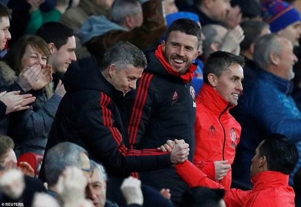 Pogba lap cu dup, Manchester United thang tran thu 3 lien tiep hinh anh 3