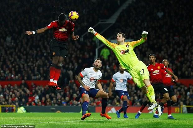 Pogba lap cu dup, Manchester United thang tran thu 3 lien tiep hinh anh 2