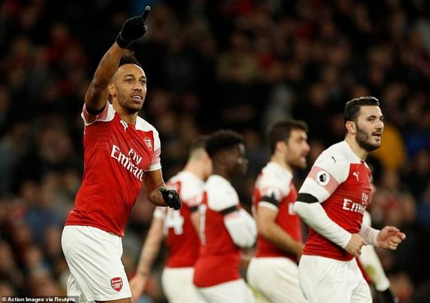 Arsenal thang huy diet ngay dau nam 2019, Tottenham tro lai top 2 hinh anh 1