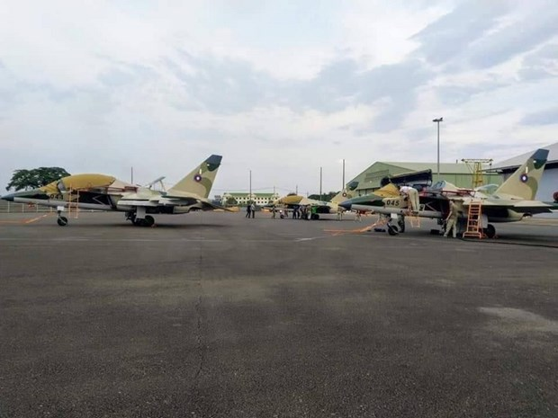 Tra lai xe tang T-34, Lao lan dau tien so huu may bay Yak-130 cua Nga hinh anh 1