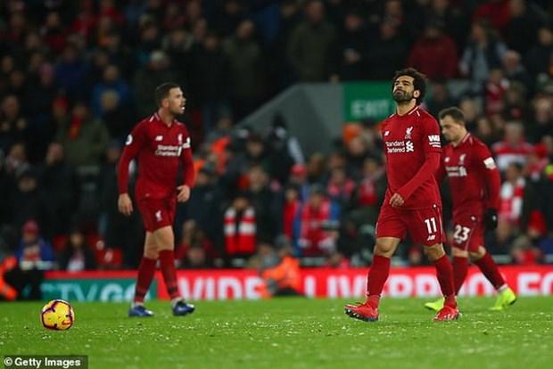 Premier League: Chelsea tham bai, Liverpool mat diem tai Anfield hinh anh 2