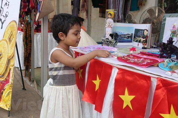 Ton vinh van hoa Viet tai Le hoi Thu cong my nghe quoc te Bangladesh hinh anh 3