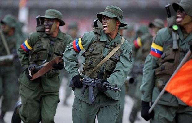 Quan doi Venezuela duoc dat trong tinh trang bao dong sau de doa tu My hinh anh 1