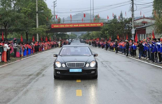 Truc tiep: Chu tich Trieu Tien Kim Jong-un da ve khach san Melia hinh anh 39