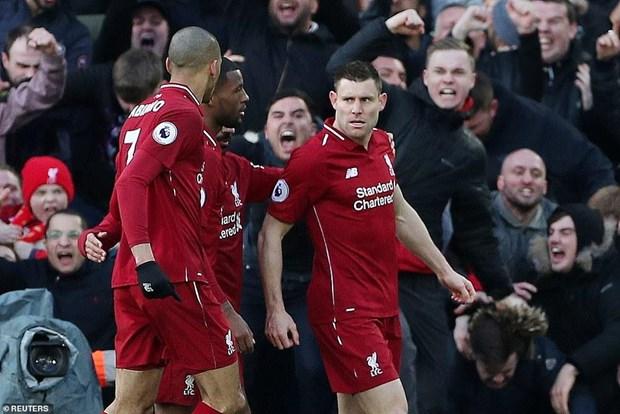 Premier League: Liverpool leo len ngoi dau, Chelsea bai tran hinh anh 1