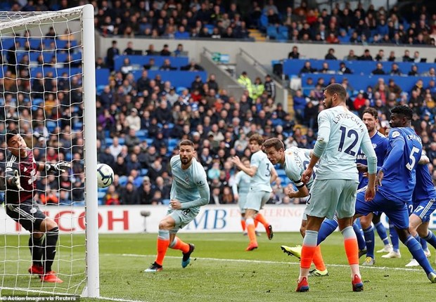 Liverpool thang kich tinh, Chelsea khiep cuoc dua top 4 nghet tho hinh anh 1