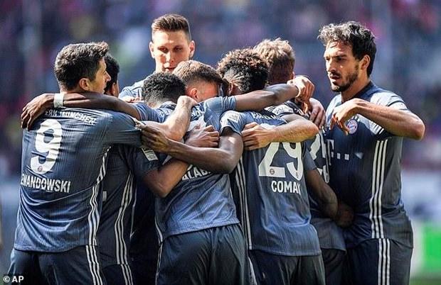Bayern Munich vung ngoi dau Bundesliga sau man 'huy diet' hinh anh 1