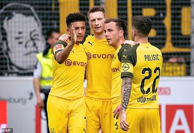 Dortmund thang huy diet, tiep tuc gay suc ep len Bayern Munich hinh anh 1
