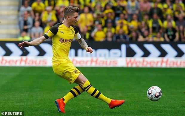 Dortmund thang huy diet, tiep tuc gay suc ep len Bayern Munich hinh anh 2