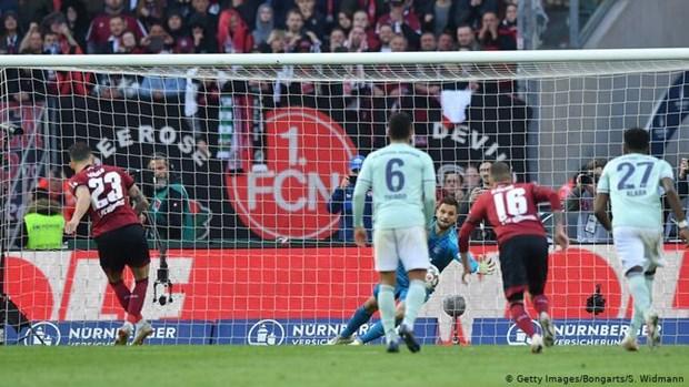 Bayern Munich may man thoat thua truoc doi bong 'cam den do' hinh anh 1