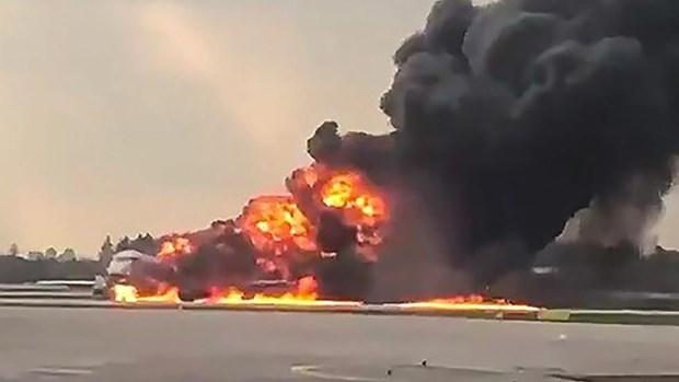 [Video] Can canh may bay cho khach Sukhoi Superjet chay du doi o Nga hinh anh 1