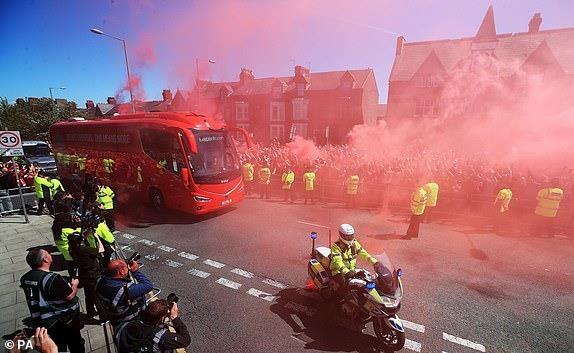 Man City dang quang Premier League sau tran thang huy diet hinh anh 6