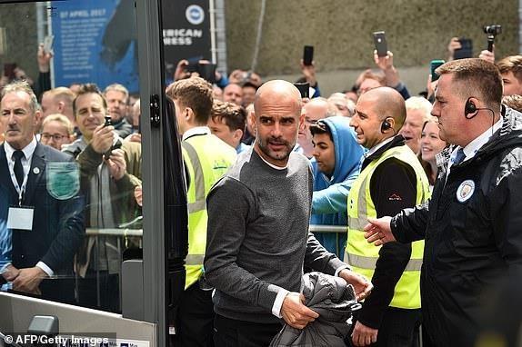 Man City dang quang Premier League sau tran thang huy diet hinh anh 2