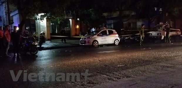 Ha Noi: Khan truong lam ro vu nu tai xe taxi bi dam trong thuong hinh anh 1
