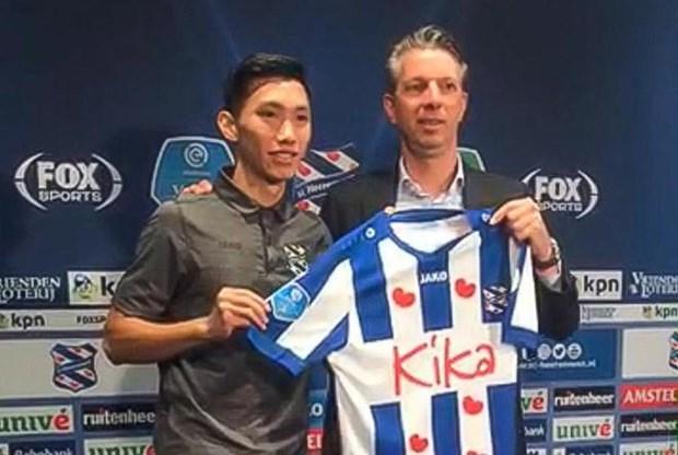 Doan Van Hau chinh thuc gia nhap SC Heerenveen, khoac ao so 15 hinh anh 1