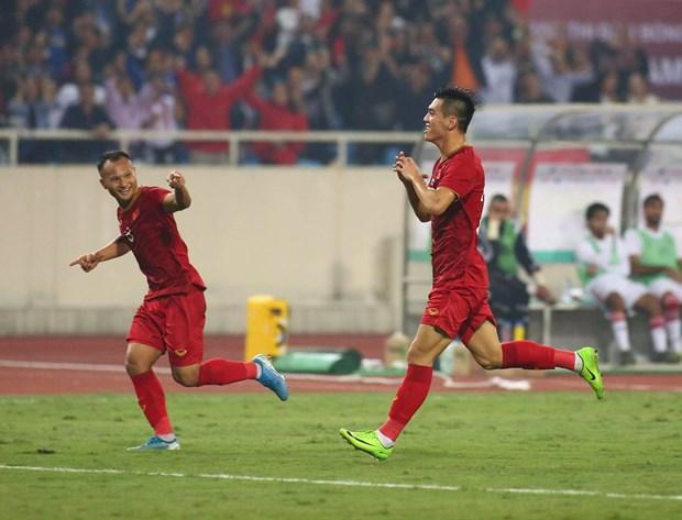 Tien Linh 'ha' UAE, tuyen Viet Nam gianh ngoi dau bang hinh anh 10