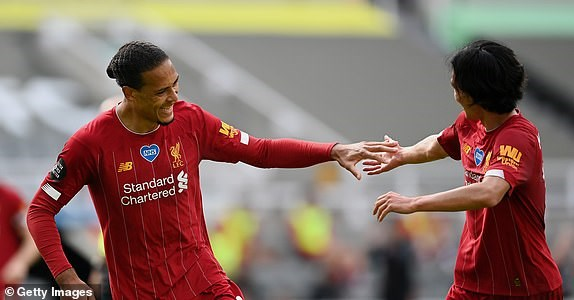 Premier League ha man: M.U, Chelsea gianh suat du Champions League hinh anh 10