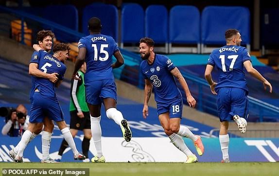 Premier League ha man: M.U, Chelsea gianh suat du Champions League hinh anh 8