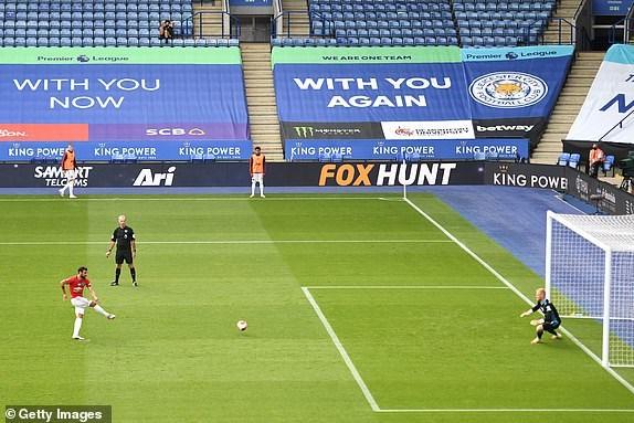 Premier League ha man: M.U, Chelsea gianh suat du Champions League hinh anh 12