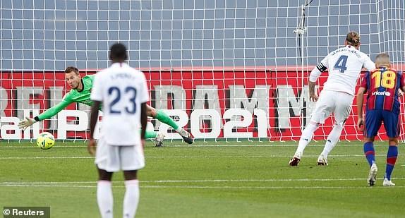 Real Madrid danh bai Barcelona o tran El Clasico thu 245 trong lich su hinh anh 12