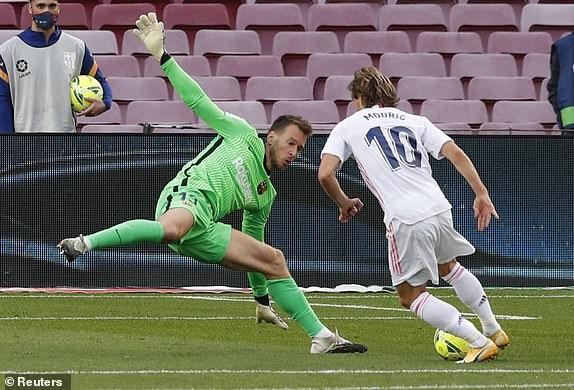 Real Madrid danh bai Barcelona o tran El Clasico thu 245 trong lich su hinh anh 13
