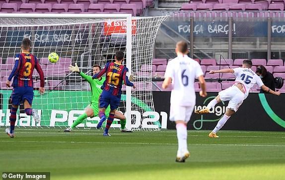 Real Madrid danh bai Barcelona o tran El Clasico thu 245 trong lich su hinh anh 6