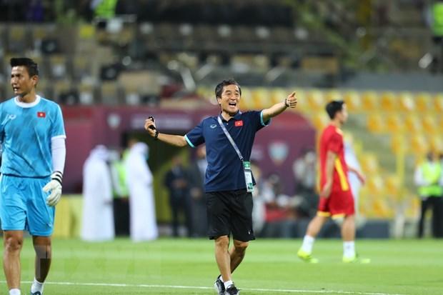 UAE-Viet Nam 3-2: Tuyen Viet Nam ngang cao dau di vao lich su hinh anh 5