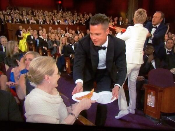 MC le trao giai Oscar phat banh pizza cho cac sao hinh anh 2