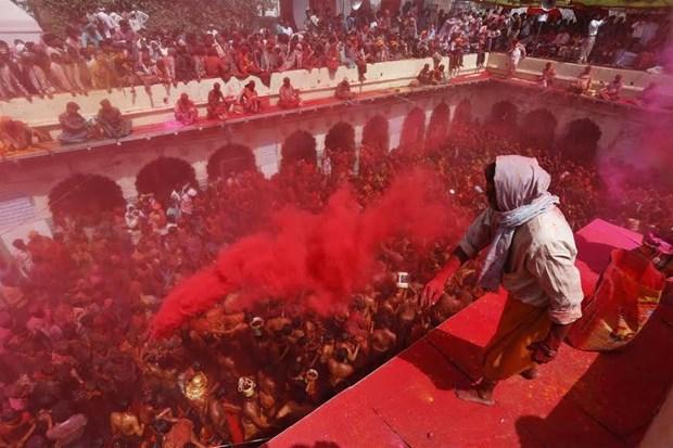 Sac mau bao phu An Do trong le hoi Holi cua nguoi Hindu hinh anh 2
