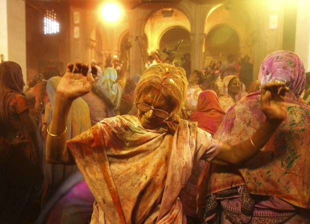 Sac mau bao phu An Do trong le hoi Holi cua nguoi Hindu hinh anh 3