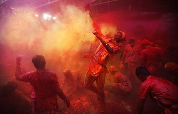 Sac mau bao phu An Do trong le hoi Holi cua nguoi Hindu hinh anh 5