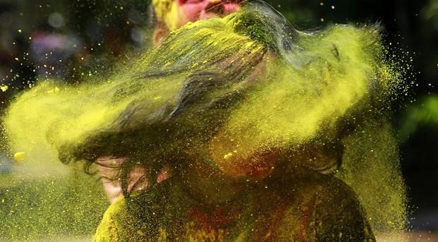 Sac mau bao phu An Do trong le hoi Holi cua nguoi Hindu hinh anh 7