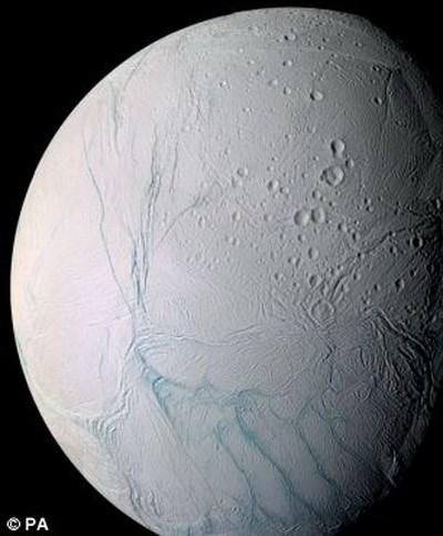 Phat hien bien nuoc tren Mat Trang Enceladus cua Sao Tho hinh anh 2