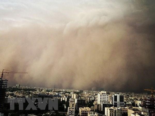 [Photo] Bao bui quet qua Iran, hon 30 nguoi thuong vong hinh anh 1