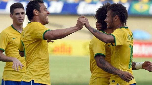 Bobby Charlton: Doi tuyen Brazil kho co the dang quang hinh anh 1