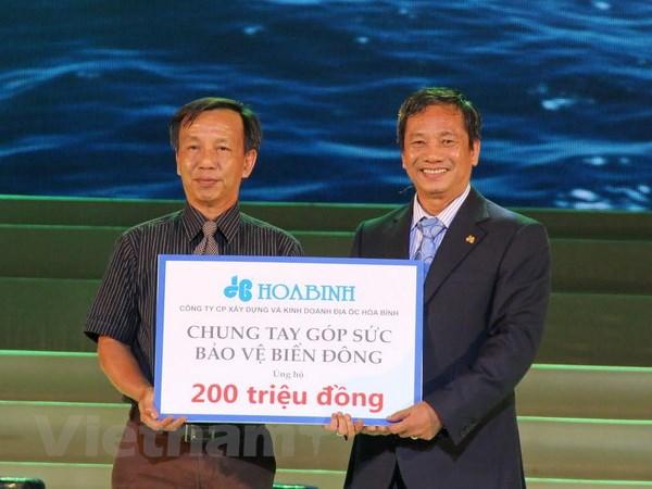 Doi Hoa Binh vo dich the gioi cup Standard Chartered 2014 hinh anh 2