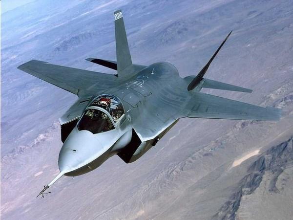 Quan doi My dua sieu may bay chien dau F-35 tro lai bau troi hinh anh 1