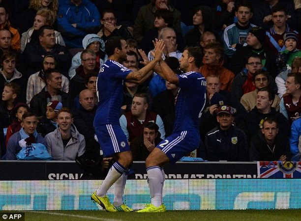 Chelsea khoi dau nhu mo o Premier League, Barca ra mat Suarez hinh anh 1