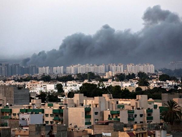 Libya: San bay o Tripoli lai bi tan cong gay thiet hai lon hinh anh 1