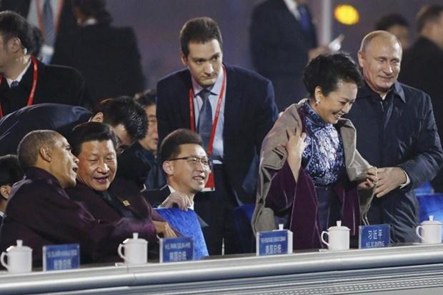 Du luan xon xao khi ong Putin than mat choang ao cho ba Tap Can Binh hinh anh 1